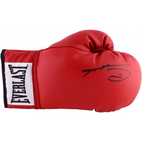 40c468a5b2a Sugar Ray Leonard Autographed Red Everlast Boxing Glove