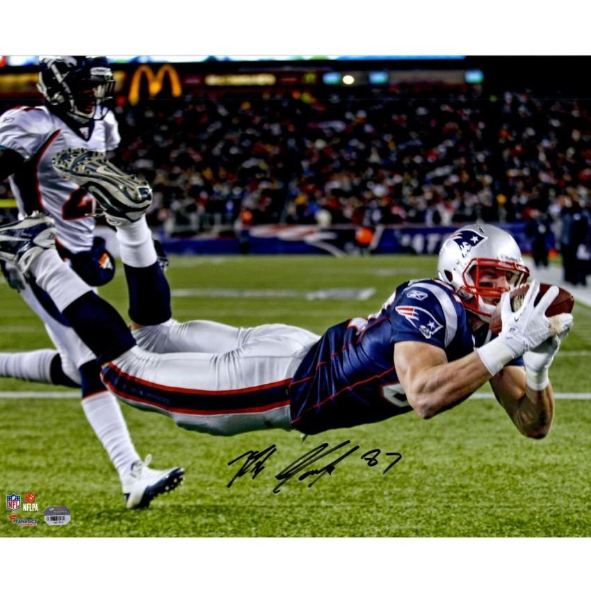 new products 65cf8 e359e Rob Gronkowski New England Patriots Autographed 16